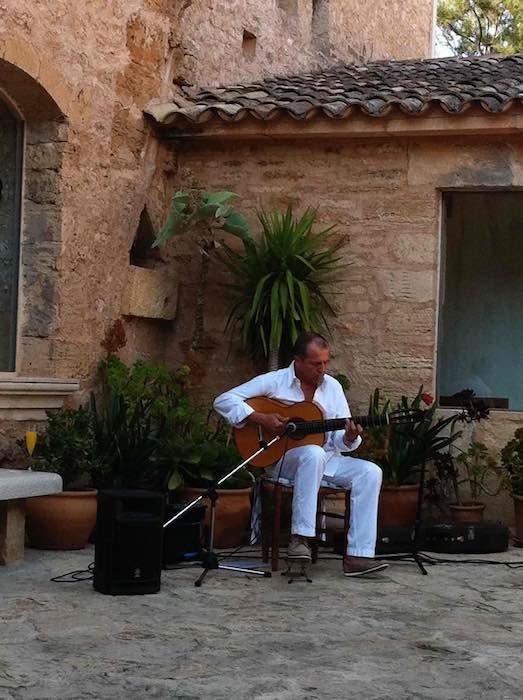 Spanish Guitar Mallorca Gallery Wedding