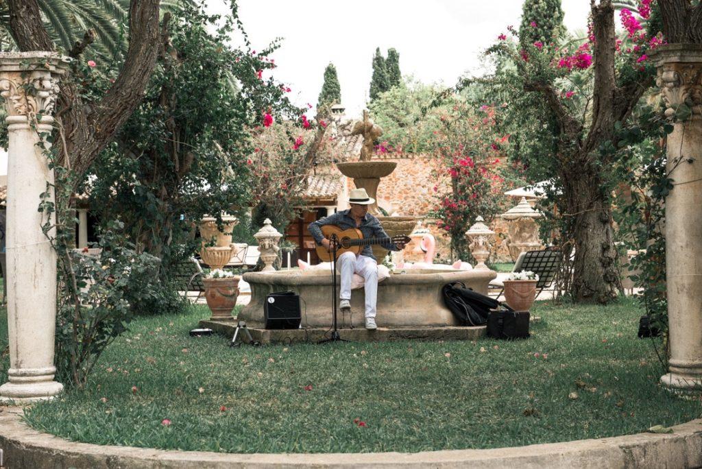 Spanishguitarmallorca gallery guitarist